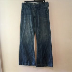 AMERICAN EAGLE OUTFITTERS DISTRESSED DENIM JEANS